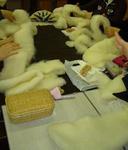 まず、羊毛を丸めて頭を作ります