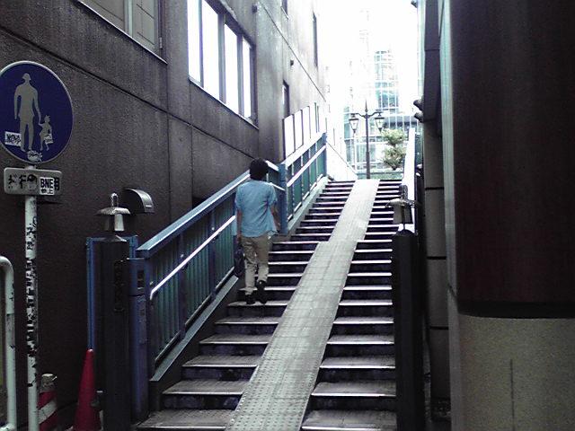 橋の降り階段