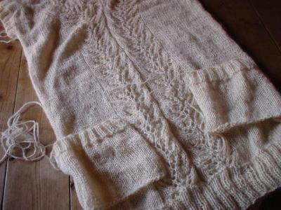 ロングベスト編みかけ