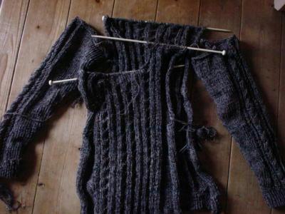 セーター編みかけ