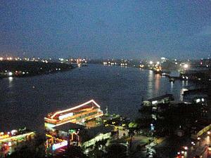 マジェスティックホテルからのサイゴン川の眺め