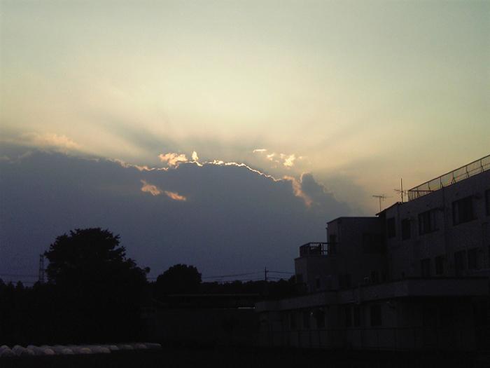 雲の向こう側