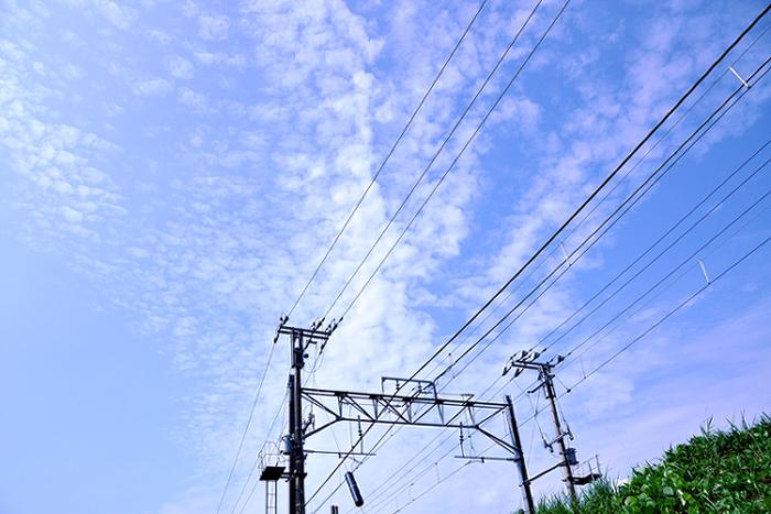 架線と青空