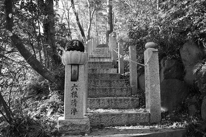 仏舎利塔への道