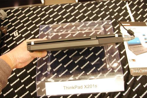 ThinkPad X201sを裏横から見る