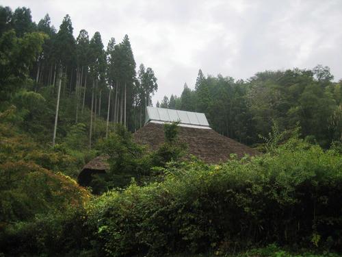 篠脇山荘外から見る