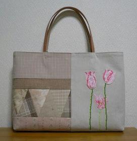 チューリップ刺繍のバッグ