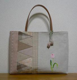 チューリップ刺繍のバッグ2