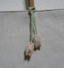 チューリップ刺繍のバッグ3