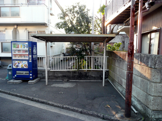 入口の正面に駐輪場