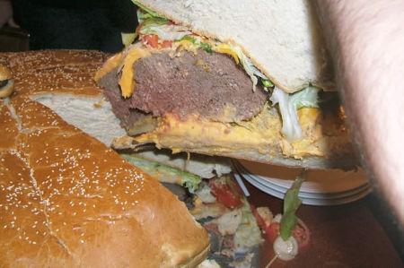 biggest_burger4.jpg