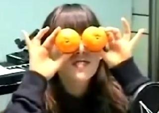 少女時代 テヨンが果物を手に入れると・・・