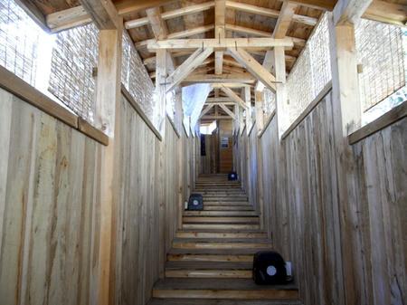 露天への階段