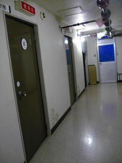ドアが並びます
