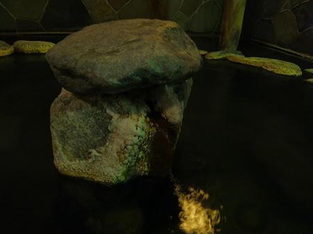 岩風呂の湯口