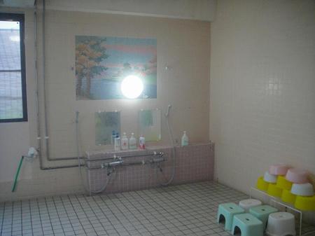 洗い場にもタイル絵