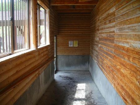 廊下で露天へ