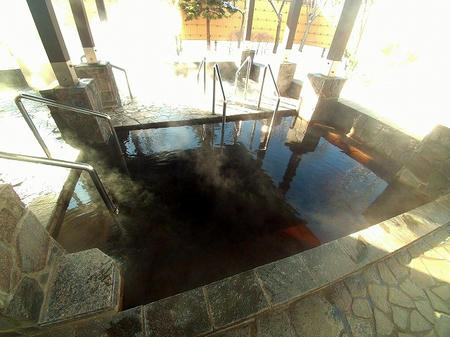 露天の温泉浴槽