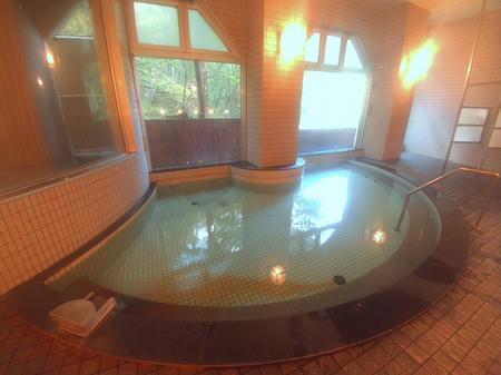 内湯の湯船