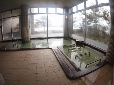 窓際の湯船