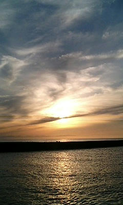 同じ空の景色は二度と見れないけど、同じ空の下にいることはできるよ