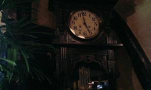 佇む古時計