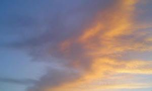 きっとこんな空の色
