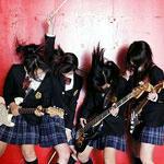 女子高制服姿4人組ロックバンドSCANDAL 急上昇