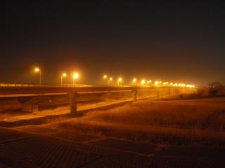 夜明け前の橋