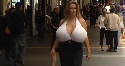 巨乳で一番有名な人は、Chelsea Charmsじゃないかな?