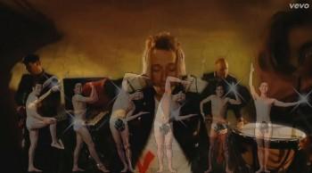 2008年にグラミー賞「song of the year」に輝いたViva La Vida。はっぱ隊と違和感なくコラボ