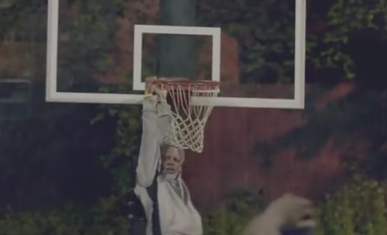 ストリートバスケに参加してきたお爺ちゃんが神プレイ。正体はNBAの2014年MVP