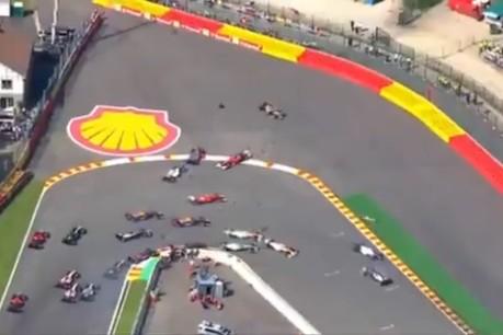 F1、19戦で16台のマシンと激突。ロマン・グロージャンのクラッシュシーン集