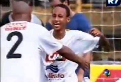 14歳の頃のネイマールのプレイ映像。やっぱこの頃からサッカー上手いのねw