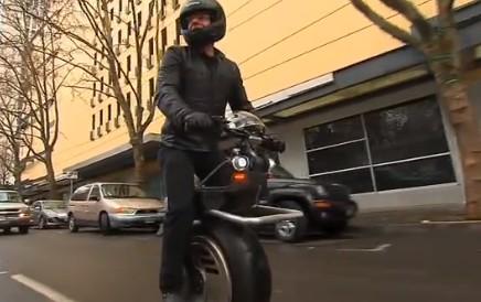 バイク、これでいいんじゃね?電車にも乗れる一輪車バイク