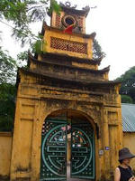 グエンチフォン通りの門