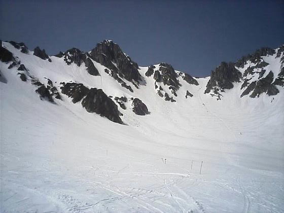 宝剣岳と八丁坂方向。八丁坂はハイク者と登山者で道が出来ていた。
