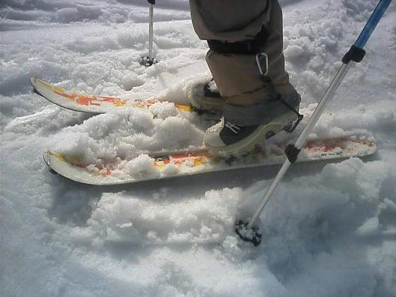 普段はスノーボードのまてぃさんだが、今日はこれ。踵が上がっている点に注目!!しかもソフトブーツ!!
