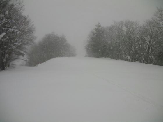 14:12 振り返って、山頂の降り場だったと思われる地点