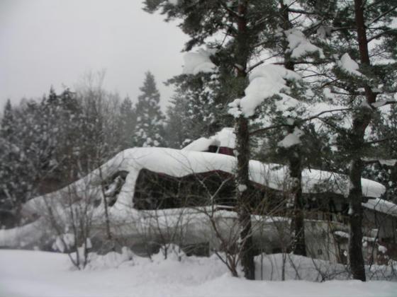15:01 廃スキー場にはお約束の廃墟