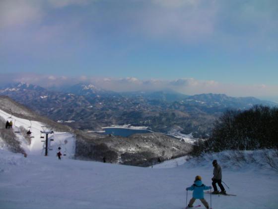 9:26 コース5TOPから。戸隠スキー場や妙高山も見えていました