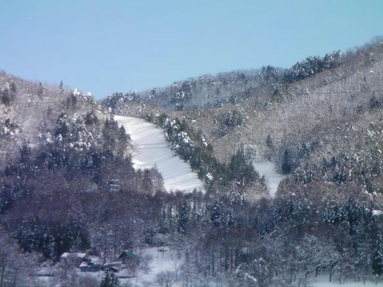 11:28 先日ハイクで滑ったヤナバビレッジ(仮称)が良く見えました。滑走跡はその後の大雪で埋まっているはずです