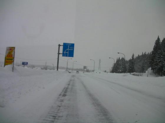 815 オリンピック道路の地吹雪地帯も今年は雪の壁が出来ていました