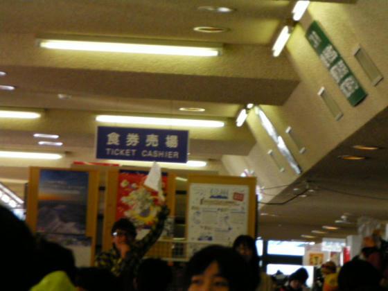 1512 トークショー開始。左がFM長野小林新(こばやしあらた)アナウンサー。右がFM富山の…失念orz