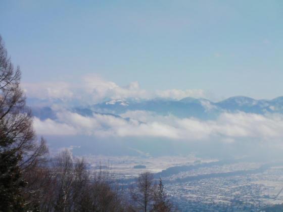 939 八ヶ岳方向はまだ雲の中でした。入笠山は見えました
