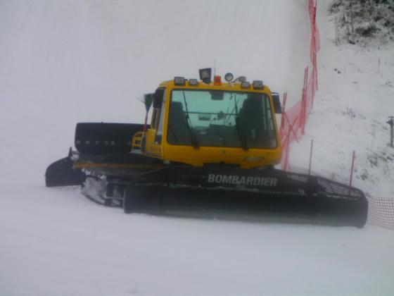 1023 圧雪車