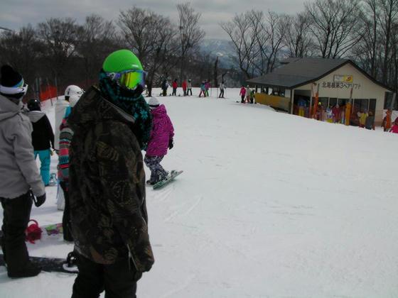 1014 八方尾根はスキーヤーの多いスキー場ですが、ここはスノーボーダーが圧倒的。杖持ちのスキーヤーは極少数でした