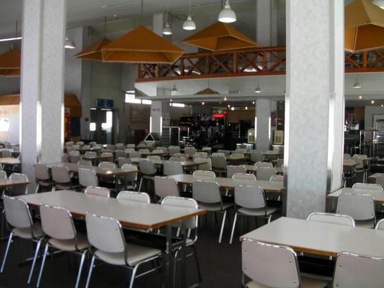 1105 スキー場直営レストランはここカフェテリア栂の森のみの営業ですが、誰も居ませんorz
