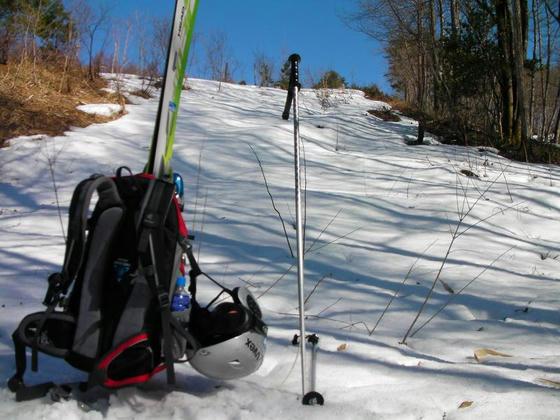 1457 残雪量が少ないのでツボ足の方が楽だと判断し担ぎました