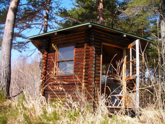 1507 仮設っぽいリフト小屋とは別に六角形の立派な建屋もありました